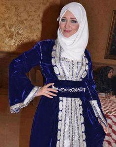 Appréciez ce nouveau modèle de caftan hijab et takchita marocaine mariée avec pantalon ou sans pantalon à tendance disponible dans une large collection contenant nombreuses couleurs et style d'ornements broderies et perles à découvrir à travers les images. achetez ce...Savoir plus
