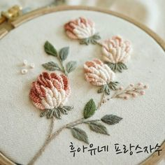 Cushion Embroidery, Floral Embroidery Patterns, Embroidery Flowers Pattern, Japanese Embroidery, Hand Embroidery Stitches, Silk Ribbon Embroidery, Hand Embroidery Designs, Embroidery Techniques, Embroidery Art