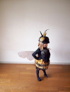 The Cardboard Collective: Queen Bee Costume. One of my new favorite sites. Amazing creativity for adults and kids. The Cardboard Collective: Queen Bee Costume. One of my new favorite sites. Amazing creativity for adults and kids. Costume Halloween, Halloween Costumes For Girls, Baby Costumes, Cool Costumes, Halloween Kids, Halloween Party, Costume Ideas, Diy Bee Costume, Children Costumes