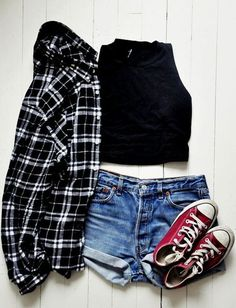 17 Hipster Outfits to Try for this Spring Crop top, jean shorts in blue, black and white flannel shirt and red converse sneakers Indie Mode, Top Mode, Look Fashion, Womens Fashion, Fashion Clothes, Fashion Outfits, Ladies Fashion, Fashion Black, Fashion Spring
