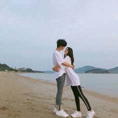 I'll be Amazed When, I Meet Someone, who Think Like Me, Korean Boys Ulzzang, Ulzzang Korea, Ulzzang Couple, Ulzzang Girl, Cute Couples Goals, Couples In Love, Couple Goals, Matching Couple Outfits, Matching Couples
