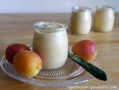 Enfin de bons yaourts végétaux avec la texture et l'onctuosité des préparations laitières ! Pour 5 pots de yaourts : 400 ml de lait d'amande maison 250 g de compote de fruits de saison 2 g d'agar ...