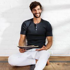 ERLICH I onlineshop aus köln I unterwäsche für frauen und männer Barefoot Men, Ethical Fashion, White Jeans, Handsome, Menswear, Model, Mens Tops, How To Wear, T Shirt