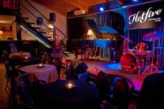 Jazz club Hot Five, Largo do Actor Dias 51. Wed-Sun, 10pm-3am.