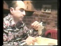 Cat Uses Sign Language to Ask for Food (24 Mar 2012).