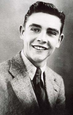 25.08.1930 Den skotske skuespilleren Sean Connery ble født (Wikipedia) - http://i.telegraph.co.uk/multimedia/archive/01702/connery-teen_1702282i.jpg