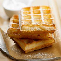 Découvrez la recette Gaufres légères sur cuisineactuelle.fr.