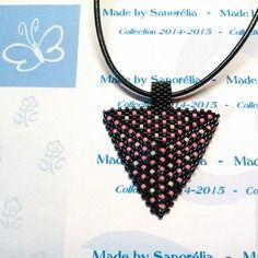 2014/042- pendentif + cordon - style triangle - tissage peyote - perle noir blanc et rose - motif pois
