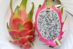 La pitahaya es el original, curioso y colorista fruto de un cactus. Conócela más en detalle...