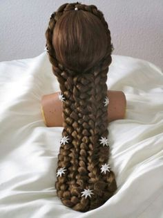 Want to incorporate the stars into hair piece. I think they are suppose to represent Austrian adelvise flowers, not stars.