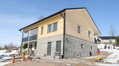 Energiansäästö ja tiukentuvat rakennusmääräykset vaikeuttavat hirren käyttöä rakentamisessa.