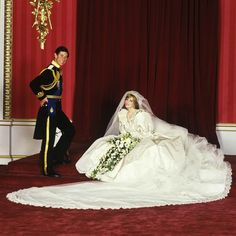 July Prince Charles marries Lady Diana Spencer in Saint Paul's Cathedral. Official wedding portrait of Prince Charles and Princess Diana of Wales Royal Wedding Gowns, Celebrity Wedding Dresses, Royal Weddings, Celebrity Weddings, Dress Wedding, Lady Diana Spencer, Princess Diana Wedding, Princess Of Wales, Most Expensive Wedding Dress
