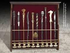 Noble Collection - Harry Potter Wand Display for 10 Wands Estilo Harry Potter, Décoration Harry Potter, Harry Potter Bedroom, Harry Potter Merchandise, Lord Voldemort, Harry Potter Wand Collection, Baguettes Harry Potter, Minifigures Lego, Wall Display Case