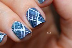Nail art tropical géométrique.
