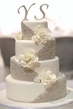 Traditional white wedding cakes are thanks to . Traditional white wedding cakes are thanks to . - Wedding cakes - STEP-BY-ST. White Wedding Cakes, Beautiful Wedding Cakes, Gorgeous Cakes, Pretty Cakes, Wedding White, Pastel Wedding Cakes, Bling Wedding Cakes, Bling Cakes, Wedding Flowers