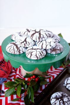 Brownie Mix Crackle Cookies are deliciously fudgy, chocolatey treats! The recipe starts with your favorite box of brownie mix, which makes prep super easy. Sugar Cookies Recipe, Cookie Recipes, Dessert Recipes, Cacciatore, Tempeh, All You Need Is, Ribs, Vegan Steak, Crackle Cookies