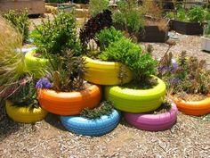 décorer le jardin avec des pneus peints                              …