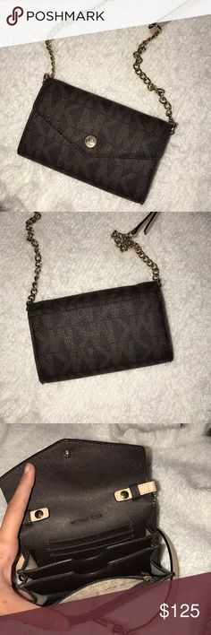 Michael Kor's Crossbody Bag Super cute MK bag! Perfect for going out. Has been sitting in my closet for some time so I figured it needed a new home. Michael Kors Bags Crossbody Bags