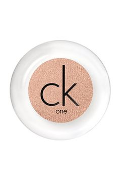 Color Play: 8 Next-Level Makeup Trends #refinery29 *CK One color powder eyeshadow in Ambitious