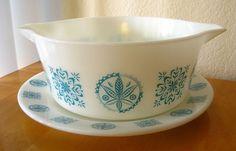 pyrex Turquoise Hex round casserole