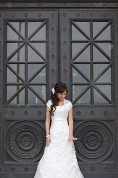 Super Cute Bridal Pose