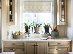 love color of the cabinets and the light marble (bano master)