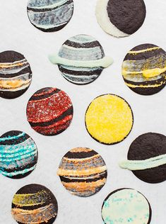 Cookie Planets are incredibly easy edible crafts for kids to make, and they're a fun homemade dessert idea for birthday parties, classrooms, or just because! Moon Cookies, Edible Crafts, Edible Art, Space Party, Homemade Desserts, Homemade Cookies, How To Make Cookies, Outer Space, Cookie Decorating