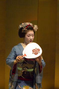 Japanese Maiko Kimono Furisode Kyoto Japan Japanese Costume, Japanese Kimono, Japanese Girl, Kyoto Japan, Tokyo Japan, Japan Landscape, Traditional Fashion, Japanese Outfits, Nihon