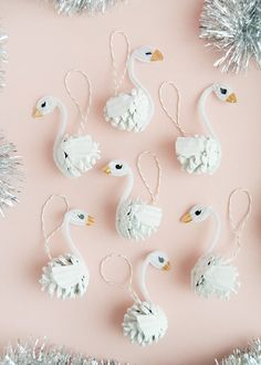 Pinecone Swan Ornaments Handmade Charlotte Happy New Year Decoration Christmas, Diy Christmas Ornaments, Kids Christmas, Holiday Crafts, Glitter Ornaments, Cosy Christmas, Christmas Activities, Homemade Christmas, Glass Ornaments