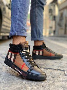 Men Demi Boot For your order DM📩 or watsup📲 03868402 thehanger. Burberry Shoes, Burberry Men, Gucci Men, Men Sneakers, Sneakers Fashion, Gucci Handbags Outlet, Versace Men, Versace Boots, Louis Vuitton Dress