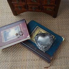 Rétro étain douce forme de coeur boîte à bijoux classique floral gravure boîte de bague cadeau de mariage usine directe(China (Mainland))