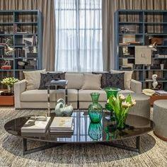 A Estar da Família foi criada por Paula Magnani, que priorizou cores neutras, decoração atemporal, além de base funcional e moderna.