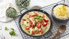 Torsk og grønn curry er en nydelig kombinasjon av smaker, som fort kan bli en favoritt til middag! Garam Masala, Couscous, Thai Red Curry, Potato Salad, Potatoes, Fish, Chicken, Ethnic Recipes, Cilantro