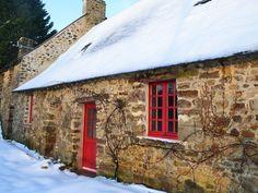 Location vacances maison Saint-Ouën-des-Toits: La petite maison de la poupardière en hiver