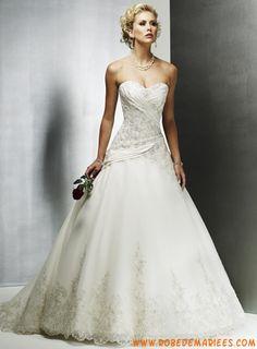 Robe ballon en satin et dentelle ornée de broderies et de plis robe de mariée dentelle