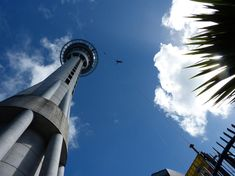 Auckland Sky Tower SkyWalk and Dine 👌 New Zealand's tallest building standing at 192 metres, you can enjoy a panoramic view of the city and beyond. Be amazed at the incredible view of Auckland's city skyline and the sparkling Waitemata Harbour! Countries Around The World, Around The Worlds, New Years Eve Events, New Years Eve Fireworks, New Zealand Holidays, Visit New Zealand, Auckland New Zealand, Time In The World, Bungee Jumping