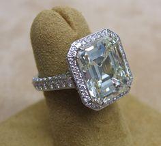 massive cushion cut diamond!!! wow speechless <3