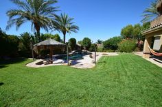 Entire home/apt in Henderson, US. My place is close to Lake Mead Las Vegas and Bootleg Canyon. It's 15min from the strip. You'll love my place because of the ambiance, the outdoors space, the neighborhood, the pool, and, the comfy bed. My place is good for couples, solo adventurer...