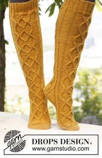 Ravelry: Golden Socks pattern by DROPS design Knitted Gloves, Knitting Socks, Free Knitting, Baby Knitting, Drops Karisma, Baby Bloomers Pattern, Art Boots, Magazine Drops, Knitting Machine Patterns