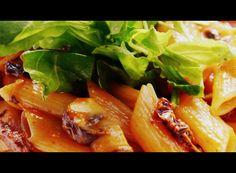 Pasta con rúcula panceta y tomate: Una pasta rústica, riquísima, que se hace en apenas 20 MINUTOS!. Receta con fotos del PASO A PASO. Feta, Hot Dogs, Cabbage, Chicken, Vegetables, Ethnic Recipes, Dinners, Vegetable Stock, Stir Fry