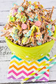 Lucky Charms Munch: •1 box Lucky Charms cereal •6 cups pretzel sticks •4 cups white chocolate chips •1 bag of M&M's •¼ cup sprinkles •pink, yellow, and green candy melts (optional)