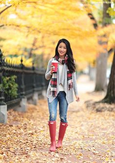 Cute And Preppy Winter Outfit To Wear Everyday 36 Casual Holiday Outfits, Preppy Winter Outfits, Fall Outfits, Summer Outfits, Cute Outfits, Outfit Winter, Stylish Outfits, Red Hunter Boots, Red Rain Boots