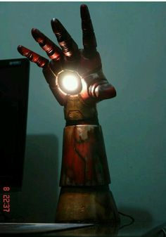 Light The Room With Iron Man's Arm. This would be awesome in our office/nerd cave (eventually) Iron Men, Lego Lamp, Nerd Cave, Geek Man Cave, Nerd Room, Man Cave Art, 3d Prints, Diy Desk, Light Table