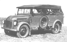 A early variant Steyr 1500A staff car with the spare tire mounted on the sides. Later builds had no such spare tire mounting.