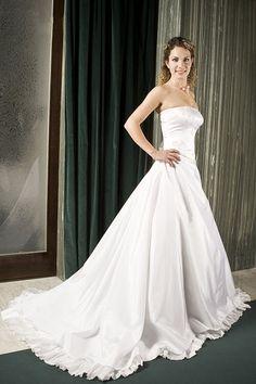 4c4b5dadff5 Svatební šaty Svatební šaty z bílého taftu - aranžovaný korzet na šněrování  a široká bohatá sukně