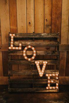 Rustic Pink & Gold Wedding – Rustic Wedding Chic – The Best Ideas Diy Rustic Decor, Rustic Theme, Rustic Design, Rustic Chic, Rustic Style, Pink And Gold Wedding, Gold Wedding Theme, Wedding Themes, Wedding Ideas
