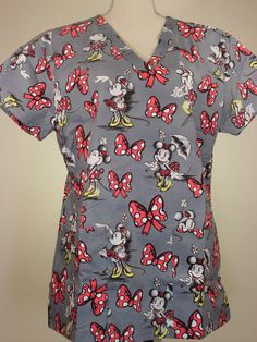 scrub top - Minnie Red Ribbon Gray - CaringPlus scrubs and uniforms - workwear clothing for nurses, caregivers and other healthcare professionals. Perfect apparel for doctor, dental and o(Vet Tech Gear) Medical Scrubs, Dental Scrubs, Nursing Scrubs, Disney Scrubs, Mom Wardrobe, Cute Scrubs, Scrubs Outfit, Workwear Clothing, Nursing