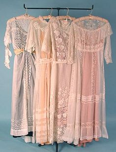 Edwardian Tea Gowns I would love to wear these dresses Edwardian Dress, Edwardian Fashion, Vintage Fashion, Edwardian Era, Vintage Gowns, Vintage Lace, Vintage Outfits, Antique Lace, Antique Clothing