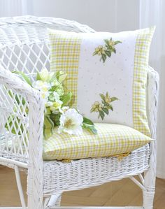 Kissen in pastell Design: Ger Diy Pillow Covers, Diy Pillows, Sofa Pillows, Cushion Covers, Decorative Pillows, Yellow Home Decor, Yellow Cottage, Cross Stitch Pillow, White Wicker