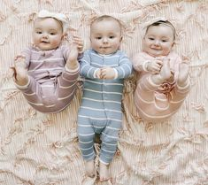 Cute Kids Pics, Cute Baby Pictures, Baby Photos, Cute Little Baby, Mom And Baby, Little Babies, Cute Twins, Cute Babies, Newborn Triplets